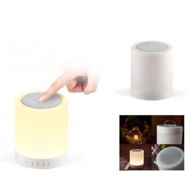 Bluetooth-os hangszóró LED lámpával akasztóva...